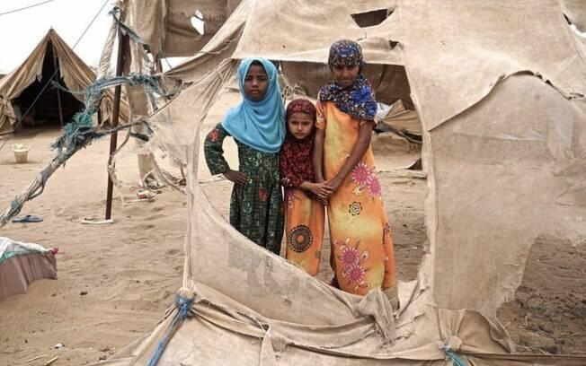 """O impacto da guerra e da fome já atingiu 12,5 milhões de jovens do Iêmen, que sofre """"o maior surto de cólera da História"""