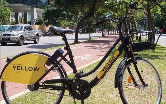 As bicicletas elétricas da Yellow estarão disponíveis das 8h às 21h, diferente das convencionais, que não têm limitação