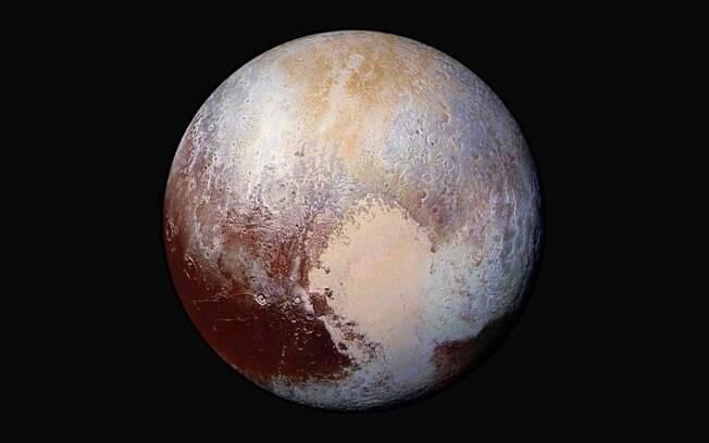 Plutão, hoje em dia considerado um planeta-anão, tem tido sua classificação questionada por cientistas americanos