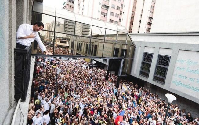 Autoproclamado presidente interino da Venezuela, Guaidó convocou o povo às ruas