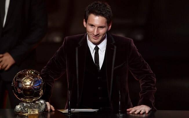 Ano de 2012 começou para Messi com prêmio  Bola de Ouro, em janeiro. Agora, ele pode levar a  honraria pela quarta vez consecutiva