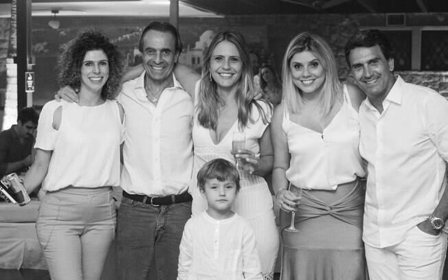 Presidente da SHP Romeu Ferreira Leite (esq.) e sua equipe prometem grande festa de Réveillon no clube