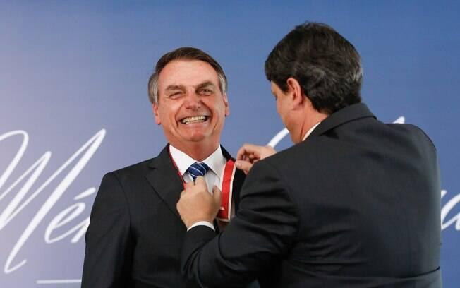 Presidente Jair Bolsonaro (PSL) recebe Medalha do Mérito Mauá do ministro da  Infraestrutura, Tarcísio Gomes de Freitas