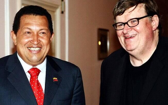 Em setembro de 2009, Chávez encontra o cineasta Michael Moore no Festival de Veneza