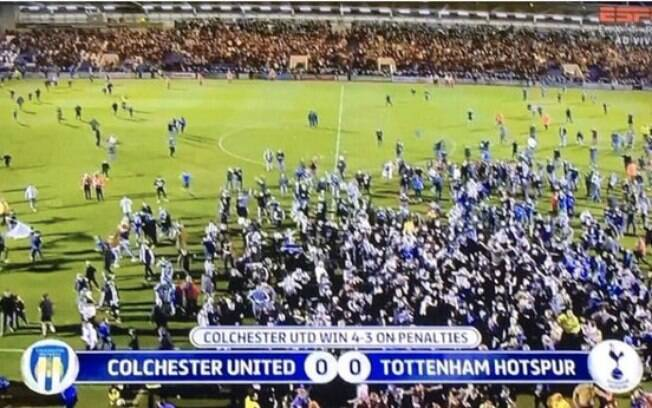 Torcida do Colchester enlouqueceu após vitória em cima do Tottenham