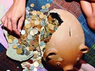"""Economias. Especialista diz que brasileiro considera a poupança uma """"proteção contra a pobreza"""""""