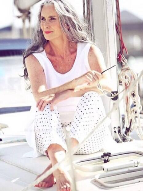 Nicola Griffin, de 57 anos, foi a modelo mais velha a participar da edição especial da revista americana Sports Illustrated, onde apareceu de biquini