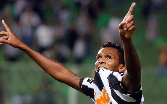 Jô marcou três gols e foi o nome da goleada  do Atlético-MG sobre o São Paulo