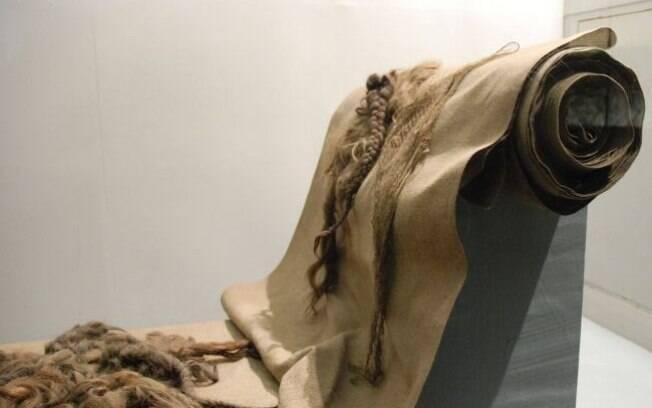Tecido feito de cabelo humano exposto no museu de Auschwitz. Foto: Auschwitz-Birkenau Memorial and Museum
