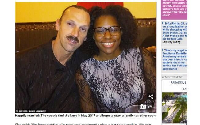 As críticas ao casal vão de olhares desconfiados a comentários afirmando que a relação é uma piada