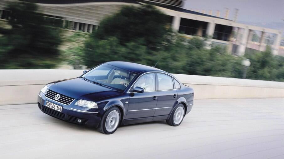 Volkswagen Passat W8 é a versão com motor W8, ou seja, fabricado a partir da junção de dois quatro cilindros