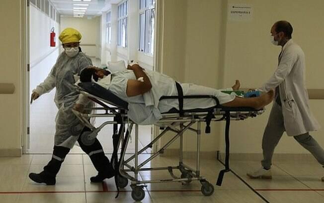 Covid: Mesmo em queda, média de mortes diárias no Brasil ainda é maior do mundo e supera a de continentes inteiros