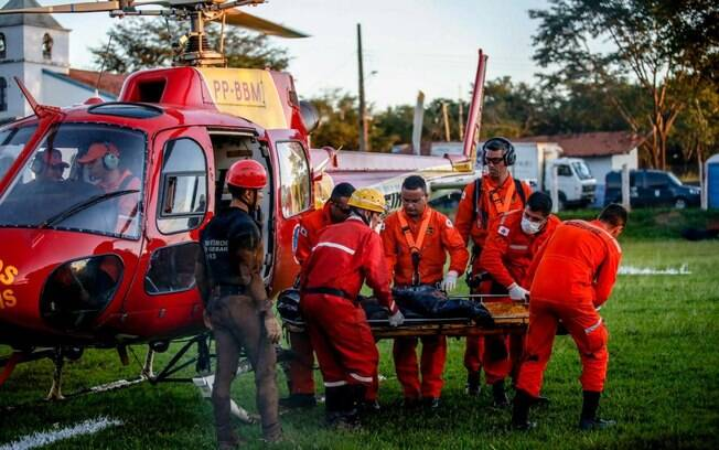 Corpo de Bombeiros faz buscas por vítimas da barragem da Vale que se rompeu em Brumadinho