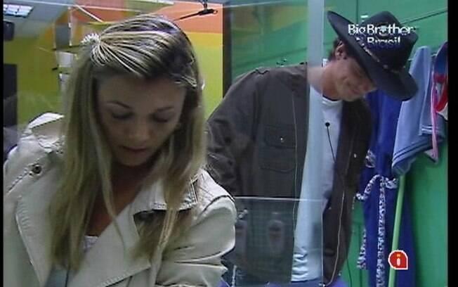 Fabiana recebe a companhia de Fael