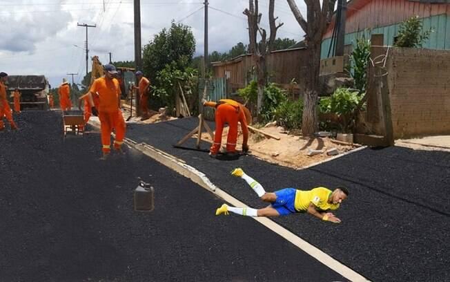 Internautas criam montagens de foto editada divulgada pela Prefeitura de Mandirituba. Foto: Reprodução/ Facebook