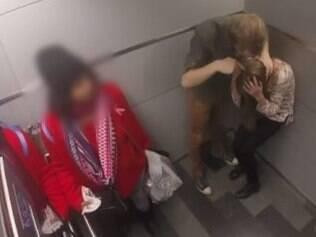Em simulação, mulher é agredida em elevador