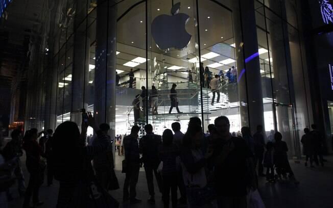 Loja da Apple em Shangai (China) apagou logotipo da fachada em memória do fundador