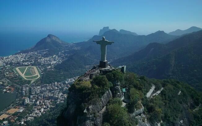 Ver a representante brasileira das 7 maravilhas do mundo moderno de helicóptero é a dica do youtuber Mauro Nakada