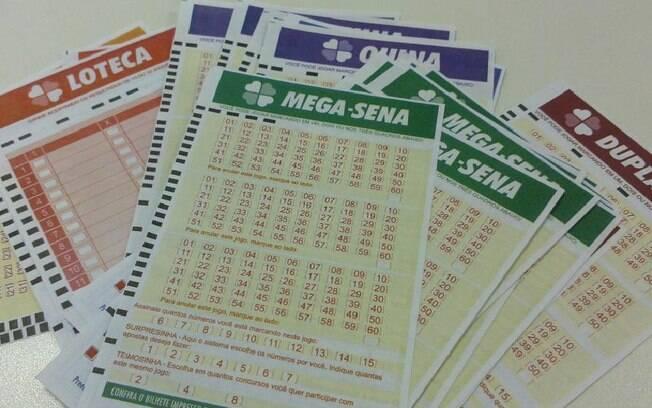 Resultado de imagem para privatização dos jogos lotéricos charges