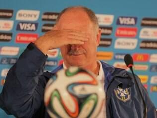 Luiz Felipe Scolari ironizou ao comentar sobre o impedimento holandês no segundo gol