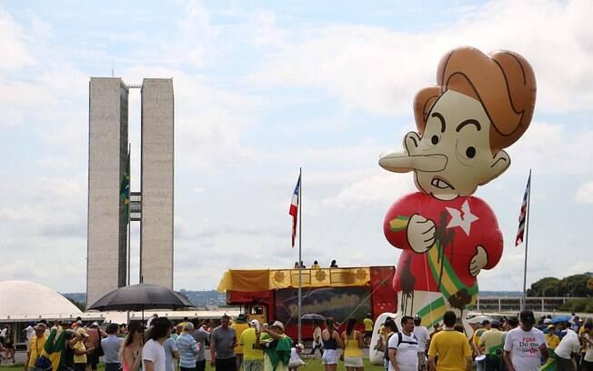 Protestos contra Dilma Rousseff e a favor do governo também se espalharam pelo País