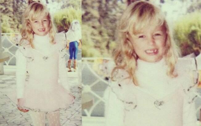 Paris Hilton aparece sem um dentinho e vestida de bailarina em foto da infância