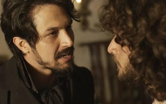 Chalaça (Romulo Estrela) conta a Joaquim (Chay Suede) que voltou para se vingar de Domitila (Agatha Moreira), em 'Novo Mundo'