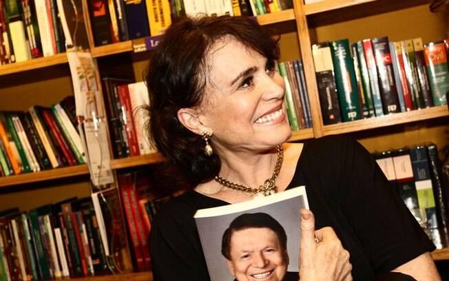 """Regina Duarte: """"Isso aqui é Bíblia. É a história da televisão brasileira"""