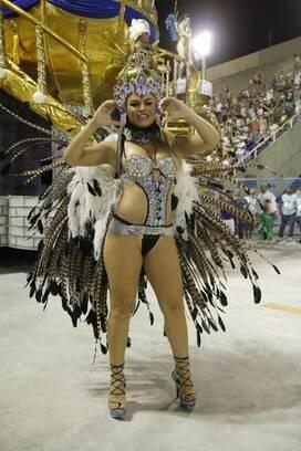 A ex-BBB Natália Cassarola brilha na Acadêmicos da Rocinha. Foto: AgNews