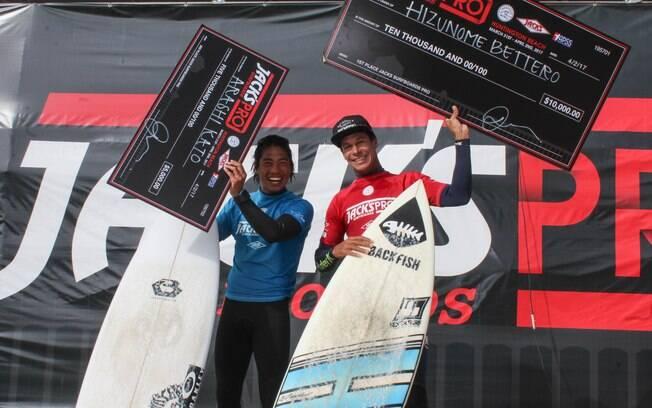 Hizunomê Bettero no pódio do QS 1500 Jacks Surfboards Pro