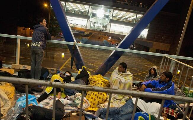 iPhone 4S leva moradores de Hong Kong às filas durante a madrugada