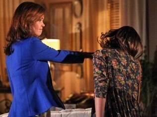 Helena mete tapa na cara de Luiza após provocação