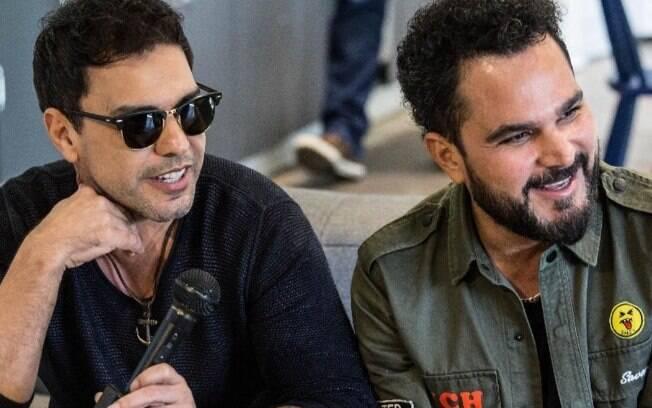 Luciano Camargo e Zezé posam para foto