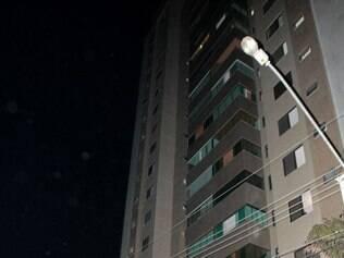 Depois placa de granito cair de prédio, rua Samuel Pereira é interditada no bairro Anchieta