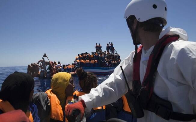 Com o fechamento de diversas rotas imigratórias na Grécia, a Itália voltou a ser o destino primordial para estrangeiros