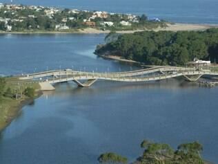 Ponte La Barrra, um do pontos turísticos possível de se conhecer de bike
