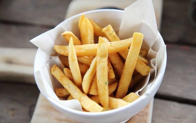 Receias saudáveis: na hora de fazer a batata frita ou fritura que você tanto gosta, evite o método de fritura por imersão