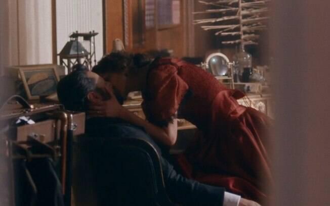 Nos Tempos do Imperador: Luísa cai em cilada marota de Teresa e flagra beijo de Pedro com antiga amante