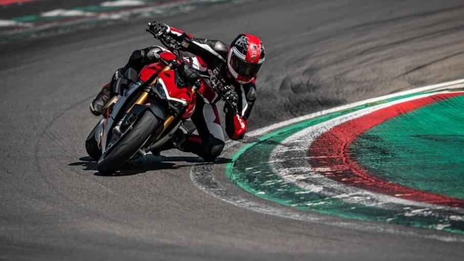 A Ducati Streetfighter V4 S não tem carenagem mas manteve o desempenho da Panigale
