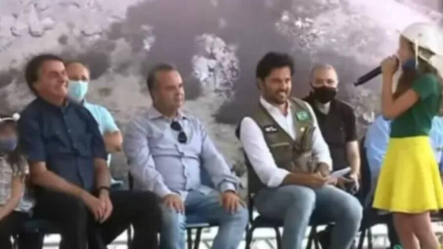 Em evento no RN, Bolsonaro pede que menina tira máscara