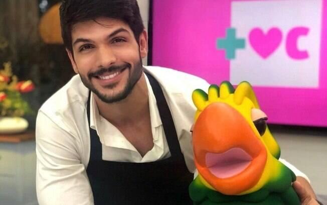 Ex-bbb Lucas Fernandes homenageia Tom Veiga, o Louro José