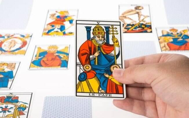 2021: Descubra como será o Ano do Papa no Tarot!