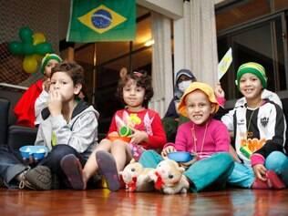 Magazine - Belo Horizonte, Mg.  Criancas da Fundacao Sara, que apoia o tratamento contra o cancer, assistem a estreia do brasil na copa do mundo.  FOTO: PEDRO GONTIJO / O TEMPO 12.6.2014