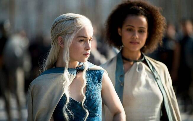 Emilia Clarke como Daenerys Targaryen em