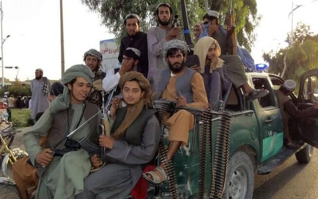 """Talibã faz """"leitura completamente distorcida da religião"""", afirma pesquisadora"""