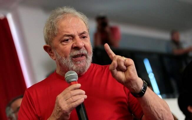 Lula afirmou que tentou exaltar o SUS, mas que foi infeliz na declaração.
