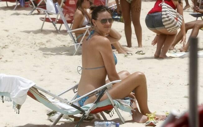 Letícia Birkheuer: com o corpo e bronzeado em dia