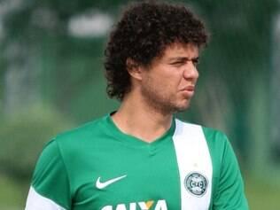 Na mira de quatro clubes do futebol brasileiro, Victor Ferraz pode reforçar o Atlético