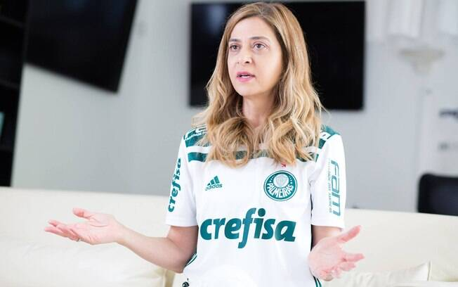 Pichações nos muros do Palmeiras pedem a saída de Leila Pereira