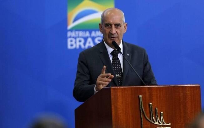 Ministro da Secretaria do Governo defendeu preparação de Eduardo para o cargo